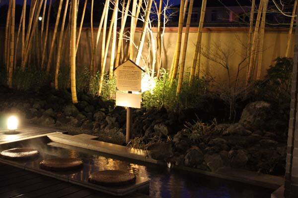 竹灯りの足湯